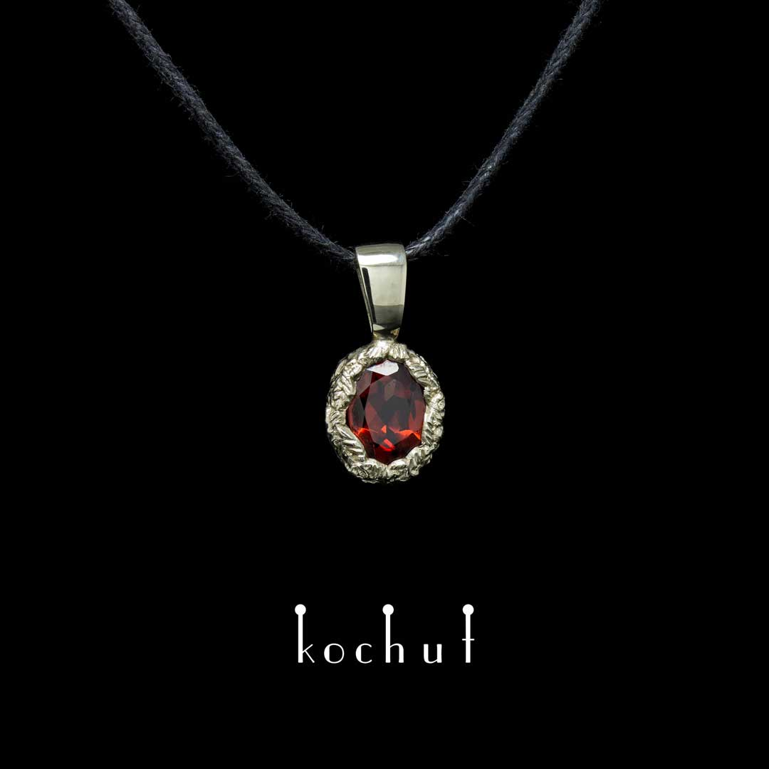 Pendant «The Source of Life». Yellow gold, red garnet
