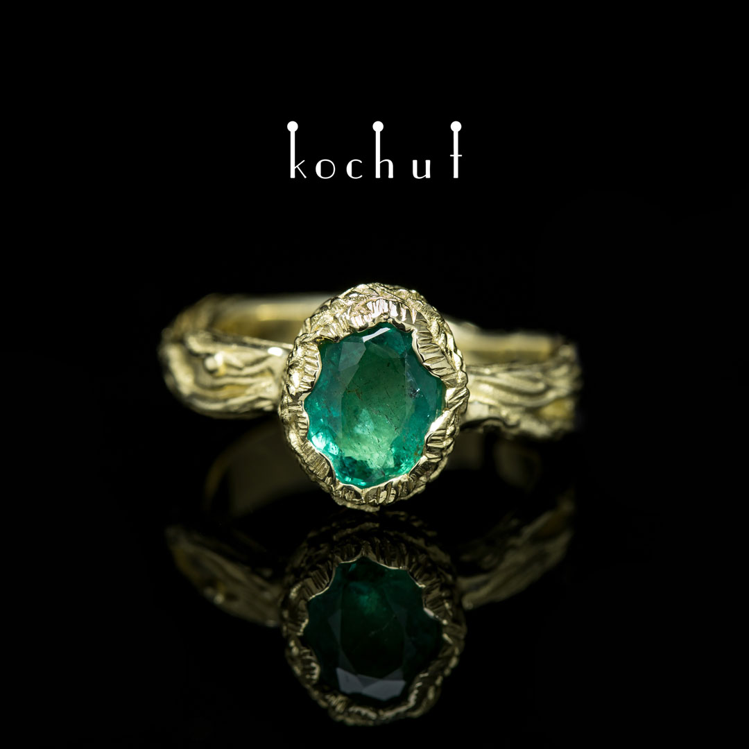 Ring «The source of life.» Yellow gold, emerald