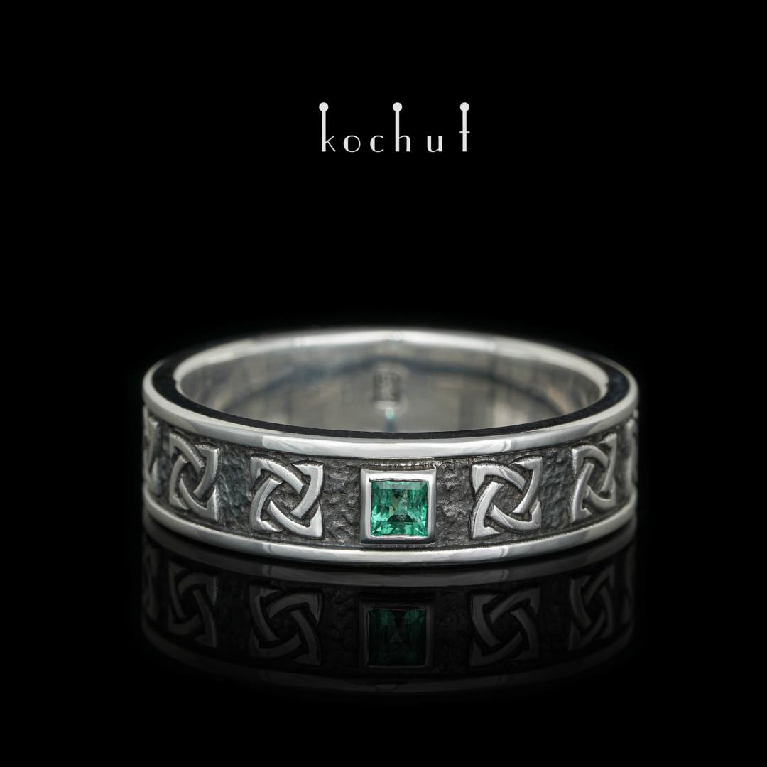 "Ring ""Celtic Ward"". Silver, oxidation, emerald"