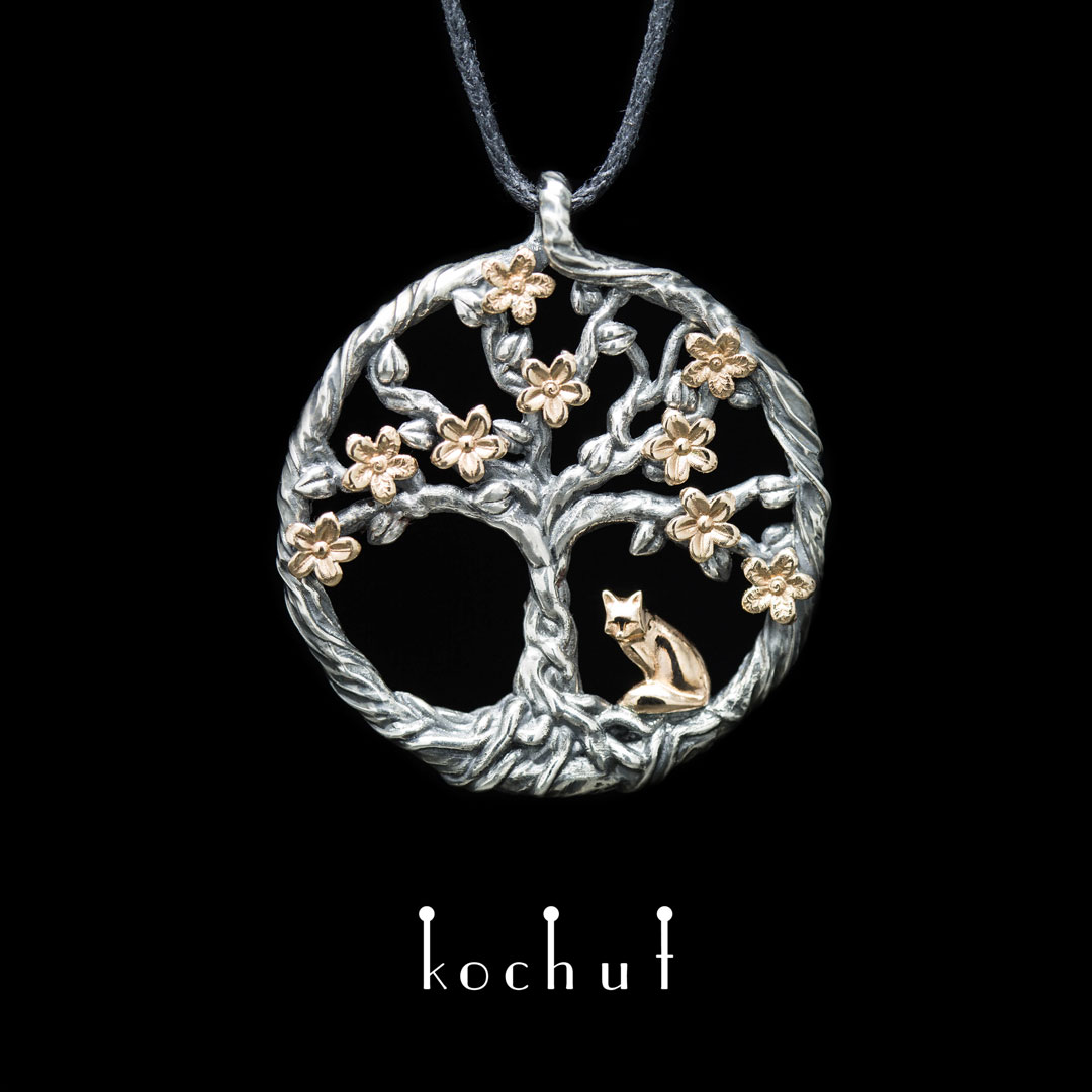 """The pendant """"Blooming tree. Little Fox"""". Red gold, silver, oxidation"""