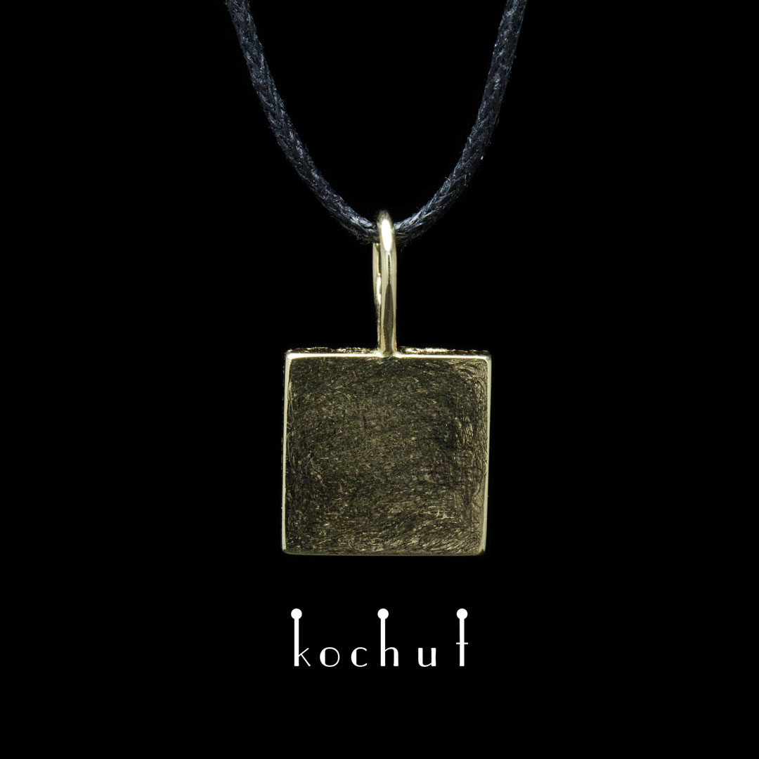 Soul and body — golden pendant with yellow gold surfacing