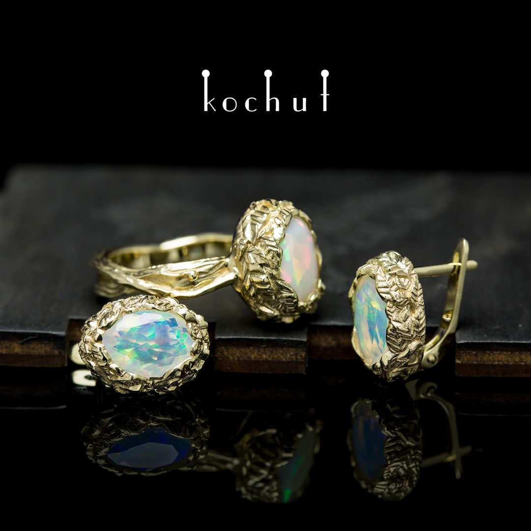 "Set ""The source of life."" Yellow gold, opals"