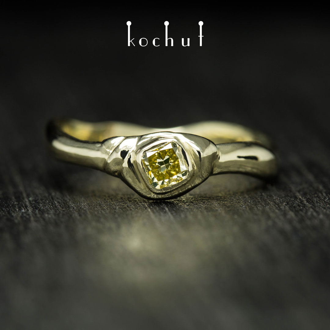 Ring «Mantra of the soul». Yellow gold, yellow diamond
