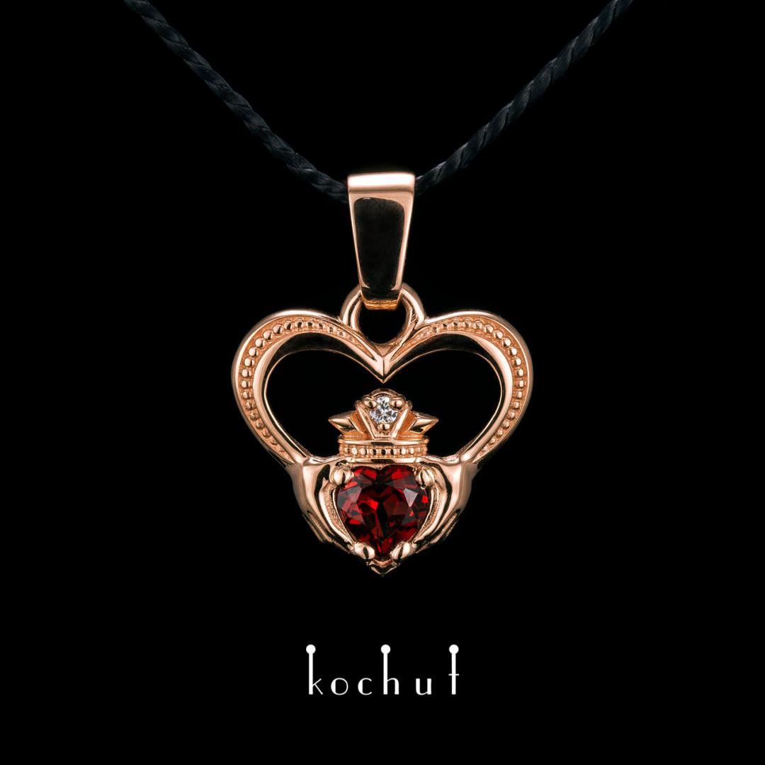 Pendant «Kladdakh». Red gold, red garnet, diamond