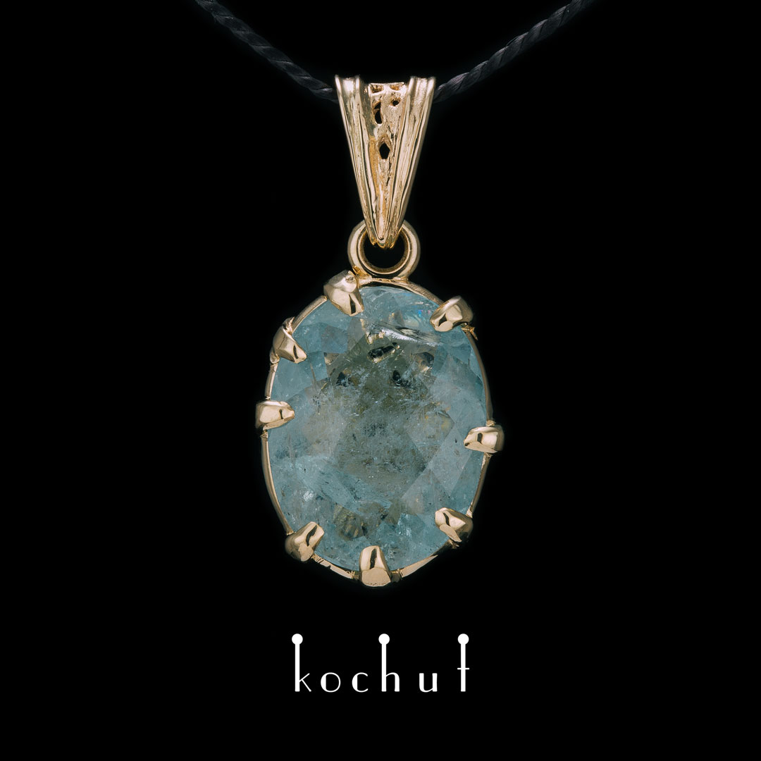 Pendant «Magnetism». Yellow gold, aquamarine