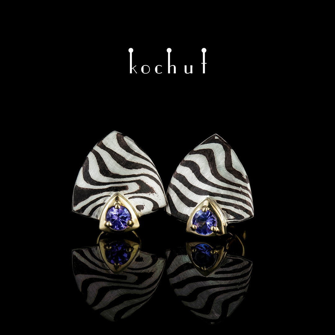 Mokume earrings «Seiche». Yellow gold, etched silver, shakudo, tanzanites