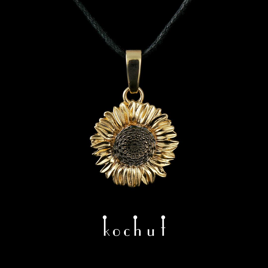 Pendant «Flower of the Sun». Yellow gold, black rhodium