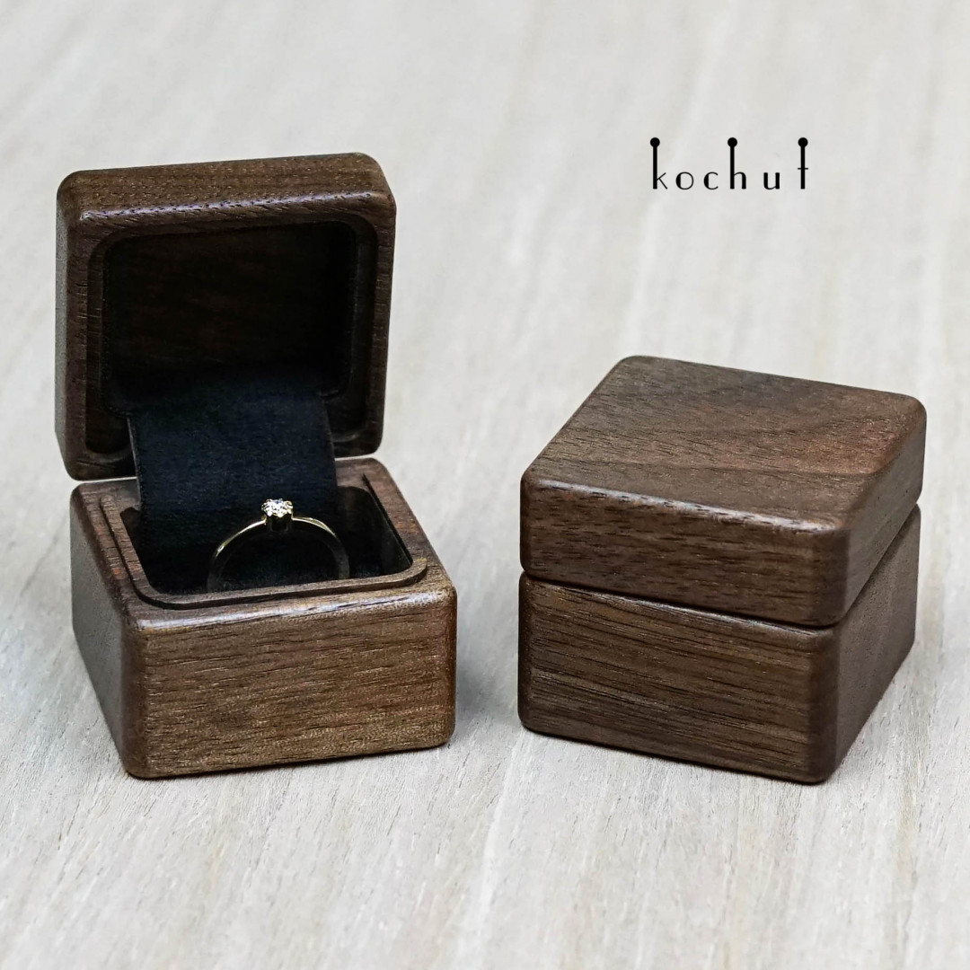 Jewellery box «The muse». American walnut, oil