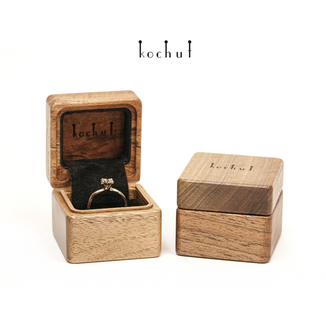 Jewellery box «The muse». European walnut, oil