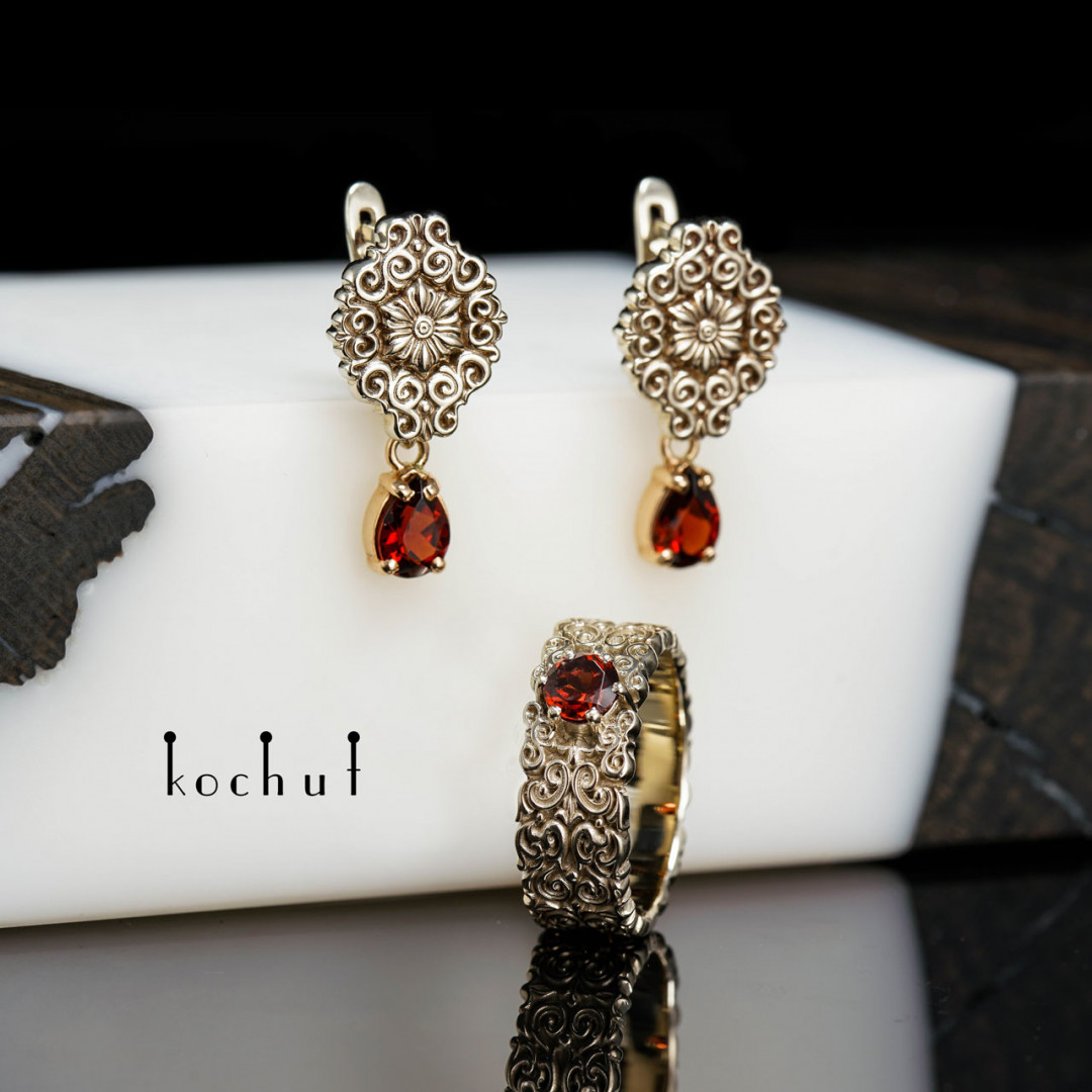 Set «Notre-dame». Red and white gold, red garnets