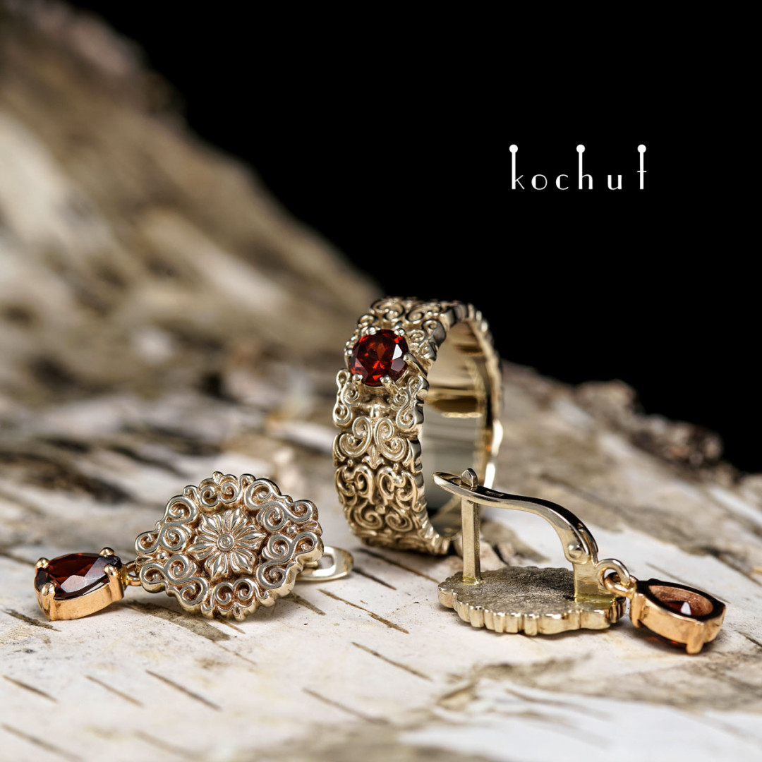 Notre Dame — Golden set of beautiful jewelry