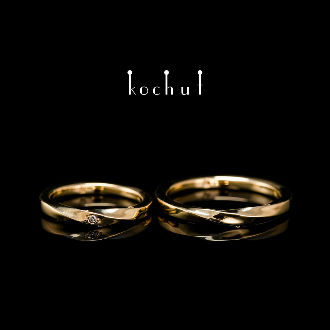 Narrowed wedding rings «Moebius ribbon». Yellow gold, diamond