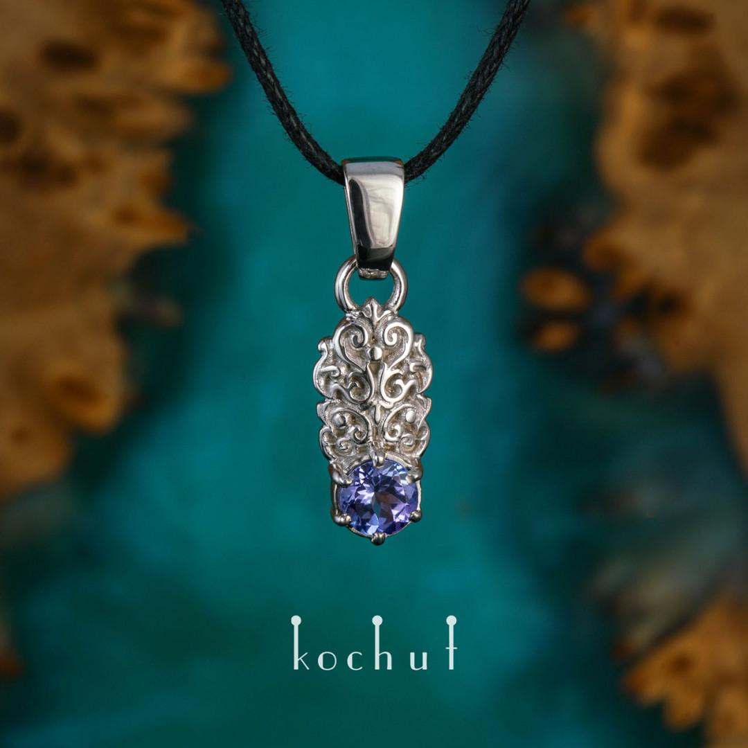 Duchess — golden tanzanite pendant