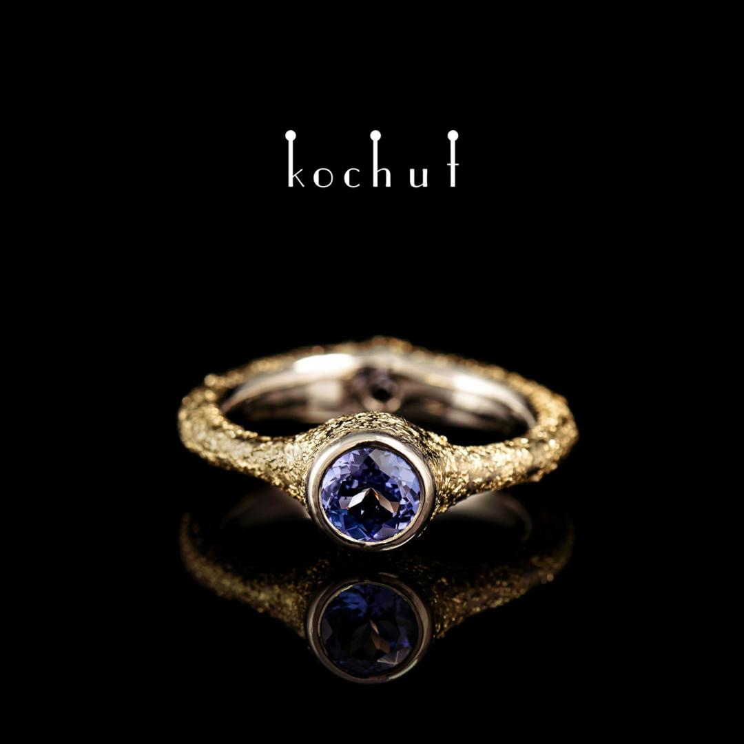 Engagement ring «Mystery of the soul». Palladium and yellow gold, tanzanite, black diamond