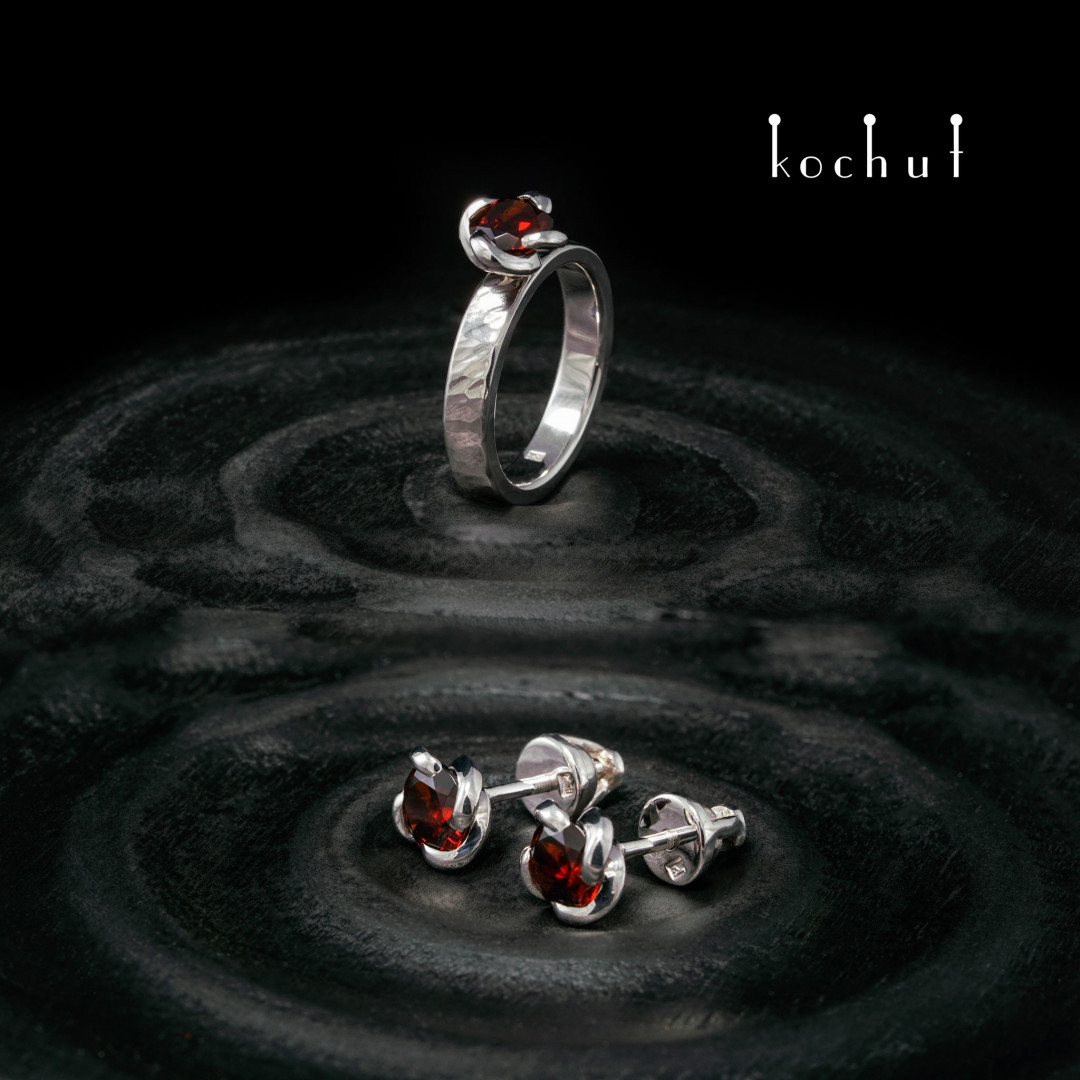 Grace — silver set with garnets