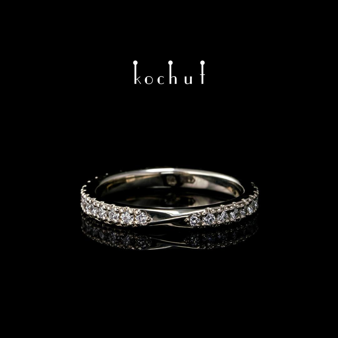 The narrowed ring «Mobius ribbon». White gold, diamonds