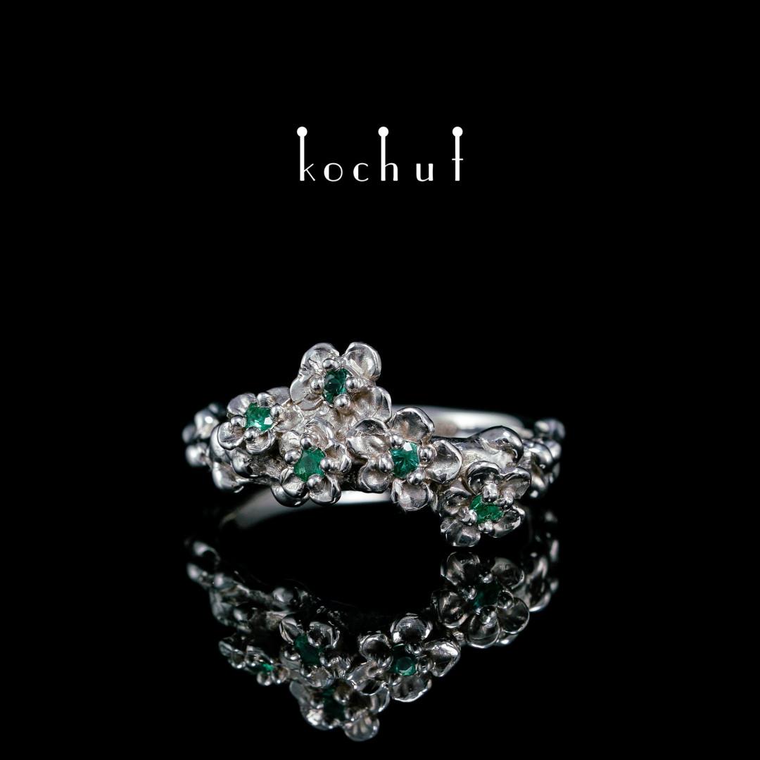 Ring «Flower Tiara». Silver, white rhodium, emeralds