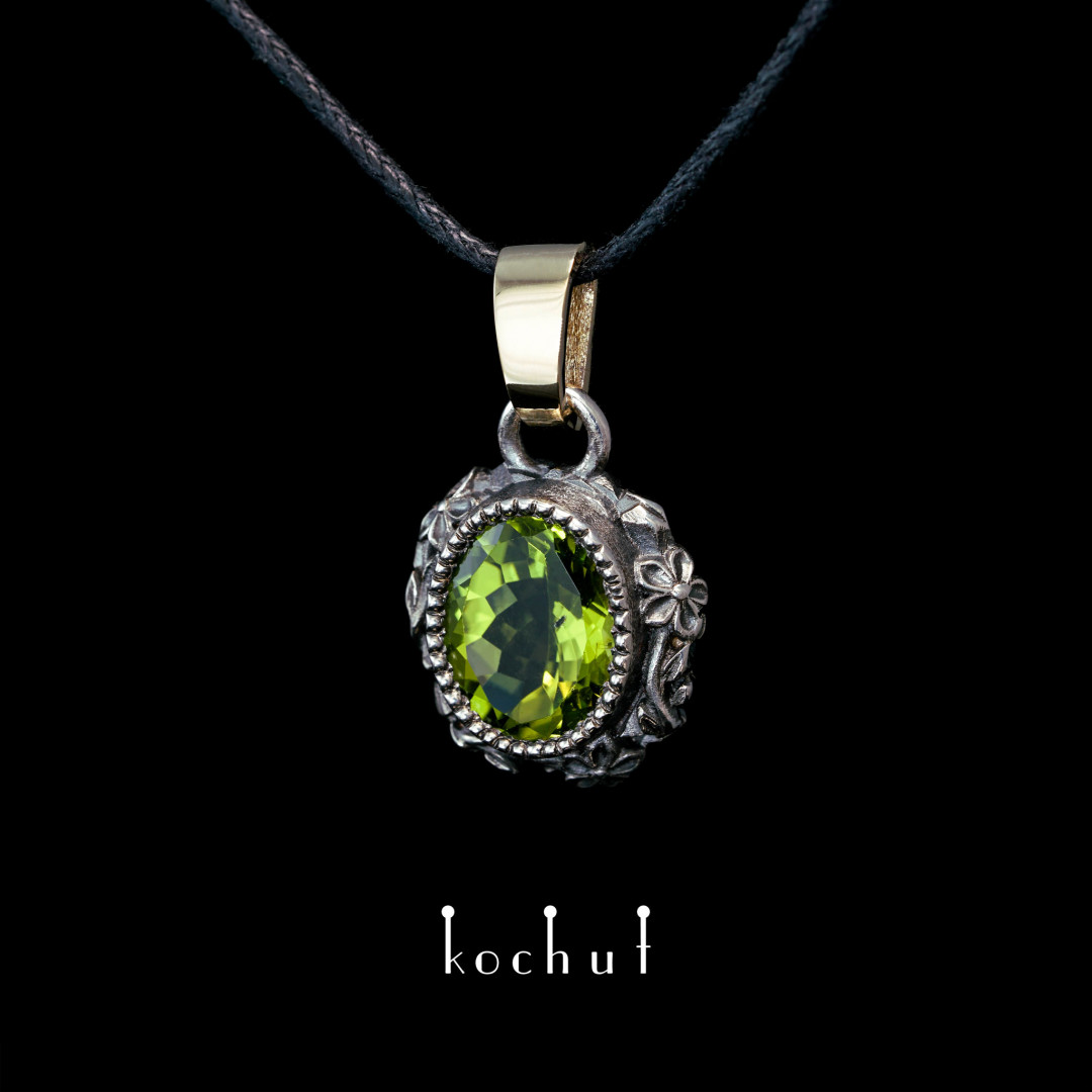 Pendant «Through the Looking Glass». Silver, yellow gold, chrysolite, oxidation