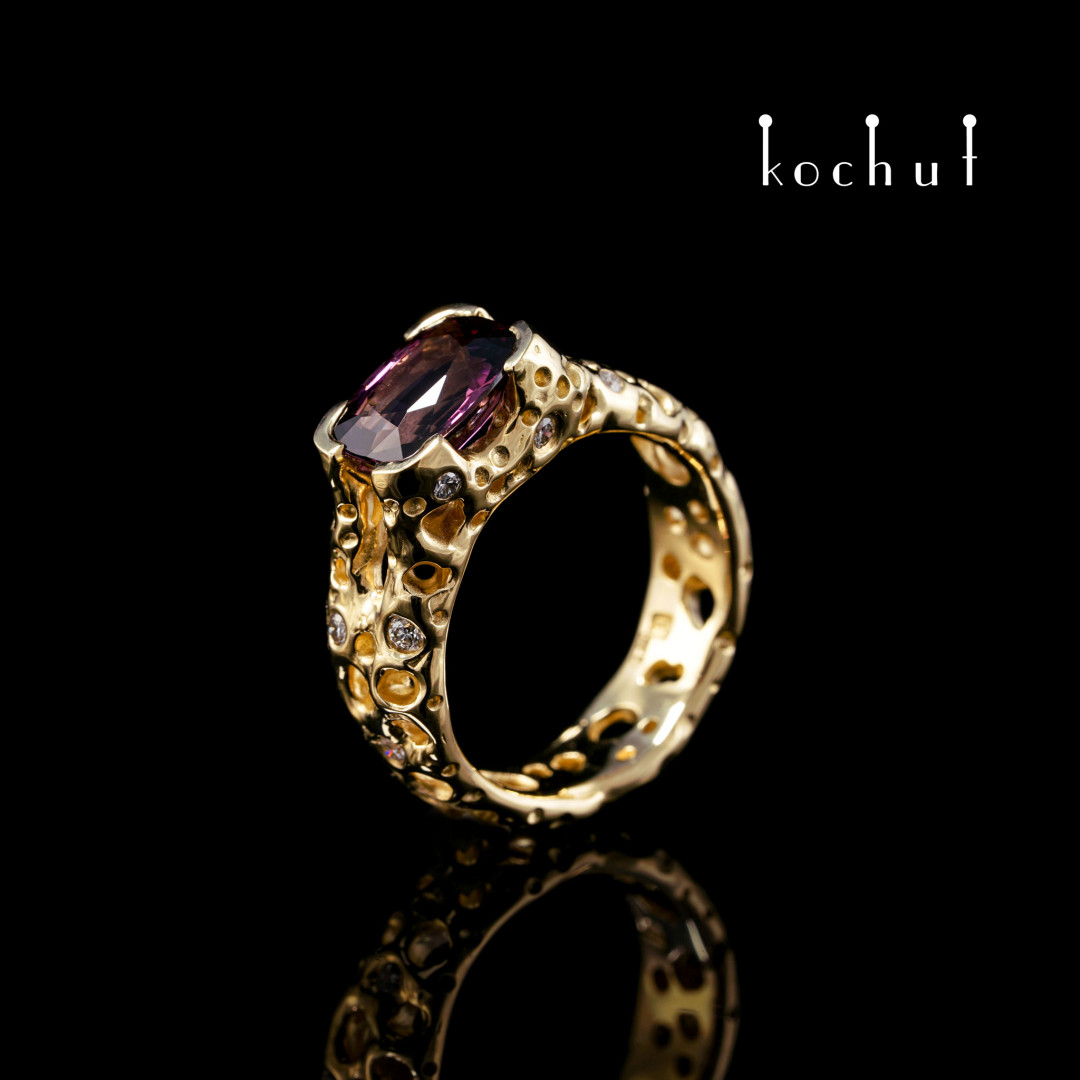 Ring «Oriental Tale». Yellow 18K gold, spinel, diamonds