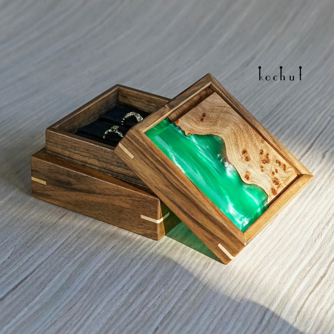 Jewellery box «Relictium». Walnut, elm, epoxy
