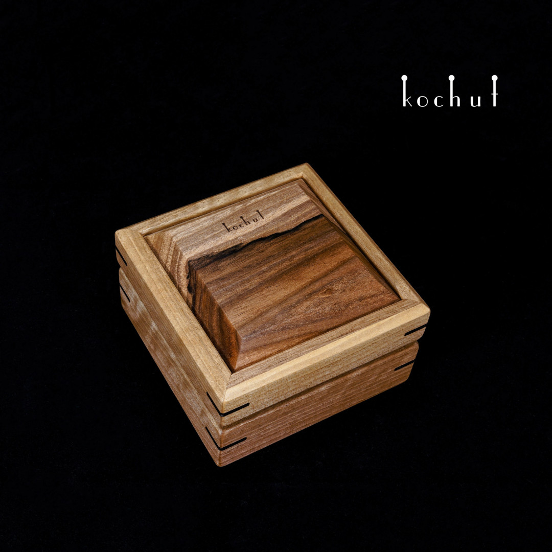 Jewellery box «Relictium». Walnut oil