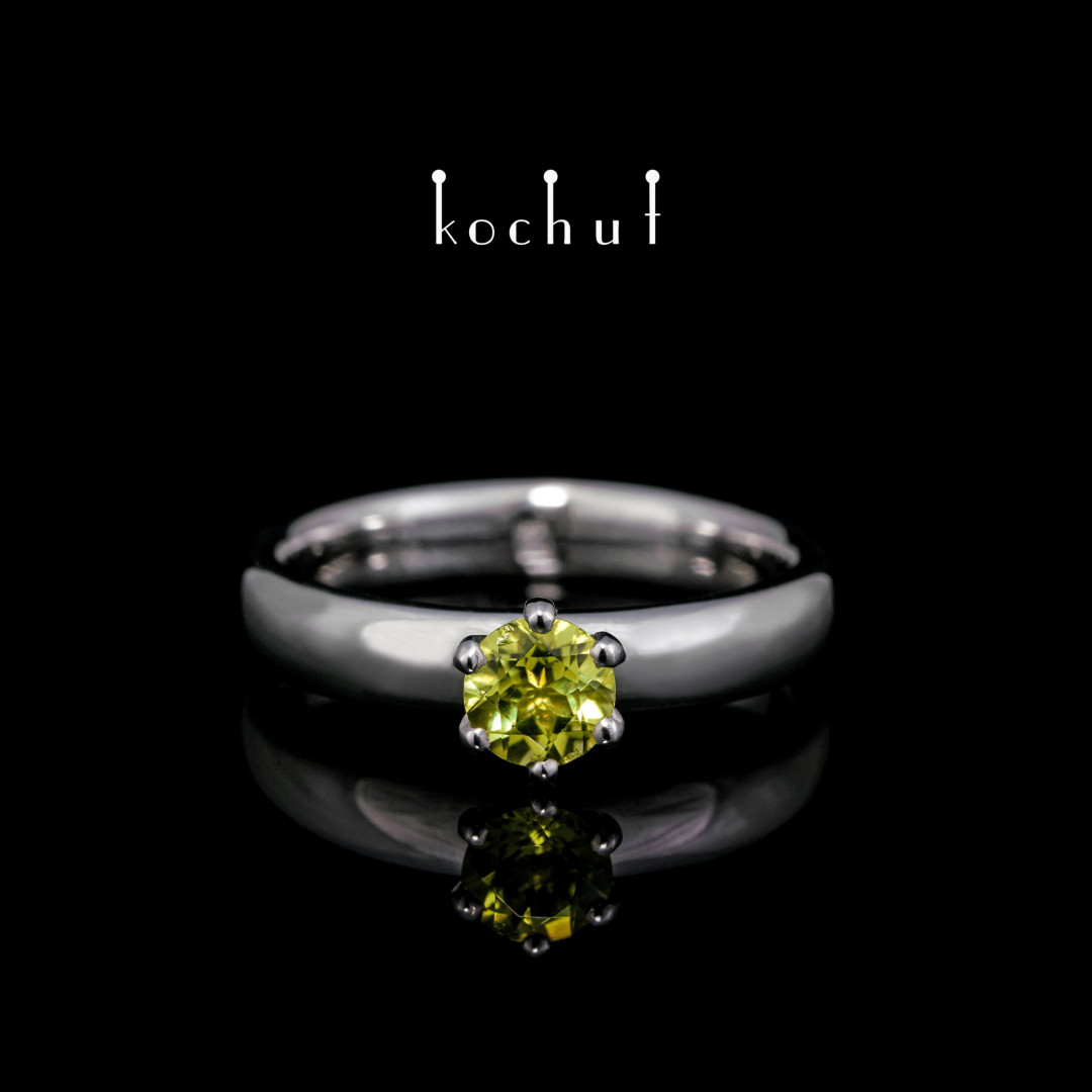 "Engagement ring ""Persephone"". Silver, white rhodium, peridot"