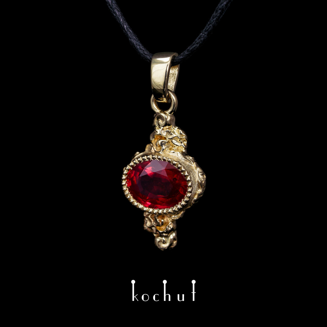 Pendant «Eternal Flame». Yellow gold, ruby