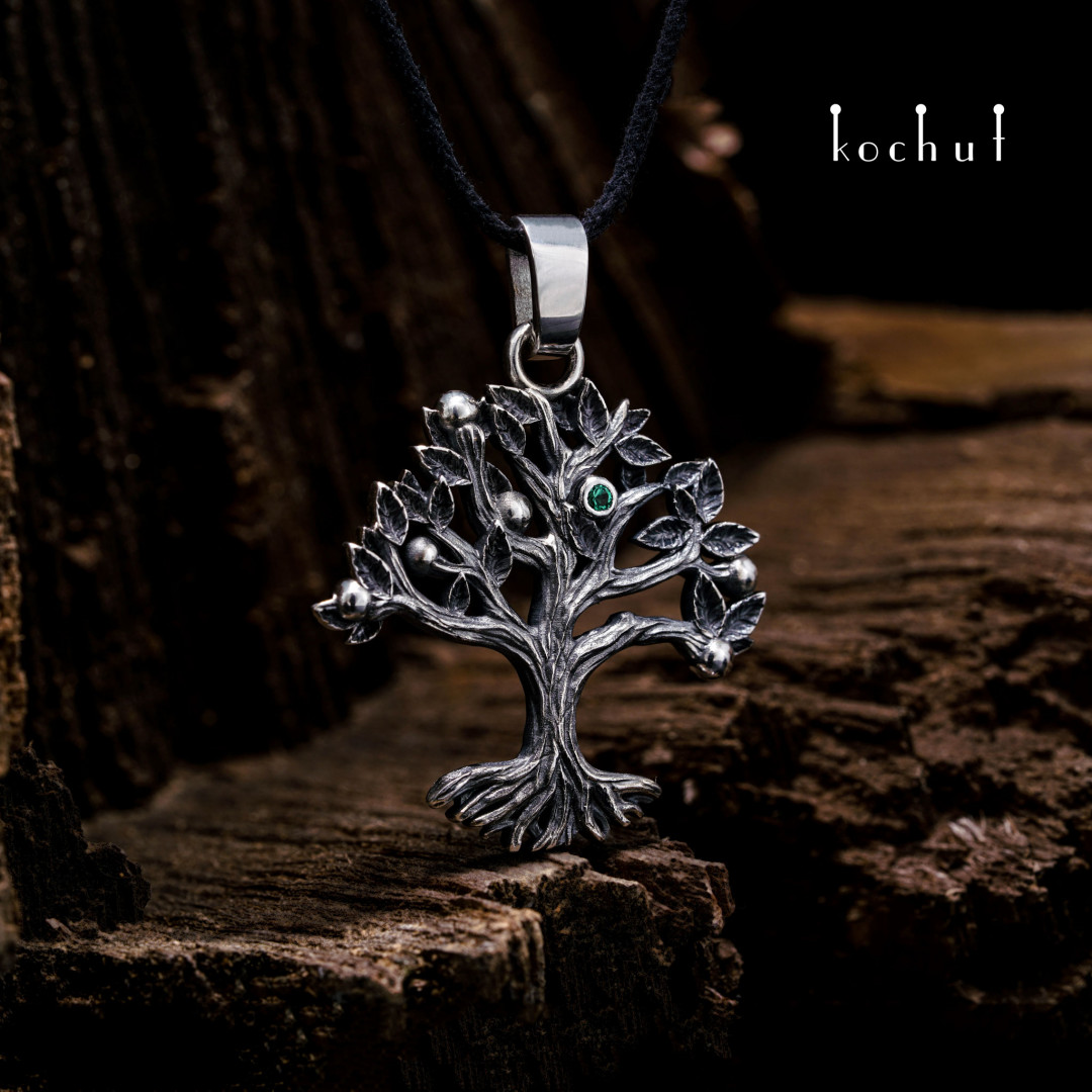 Wood — silver pendant with an emerald