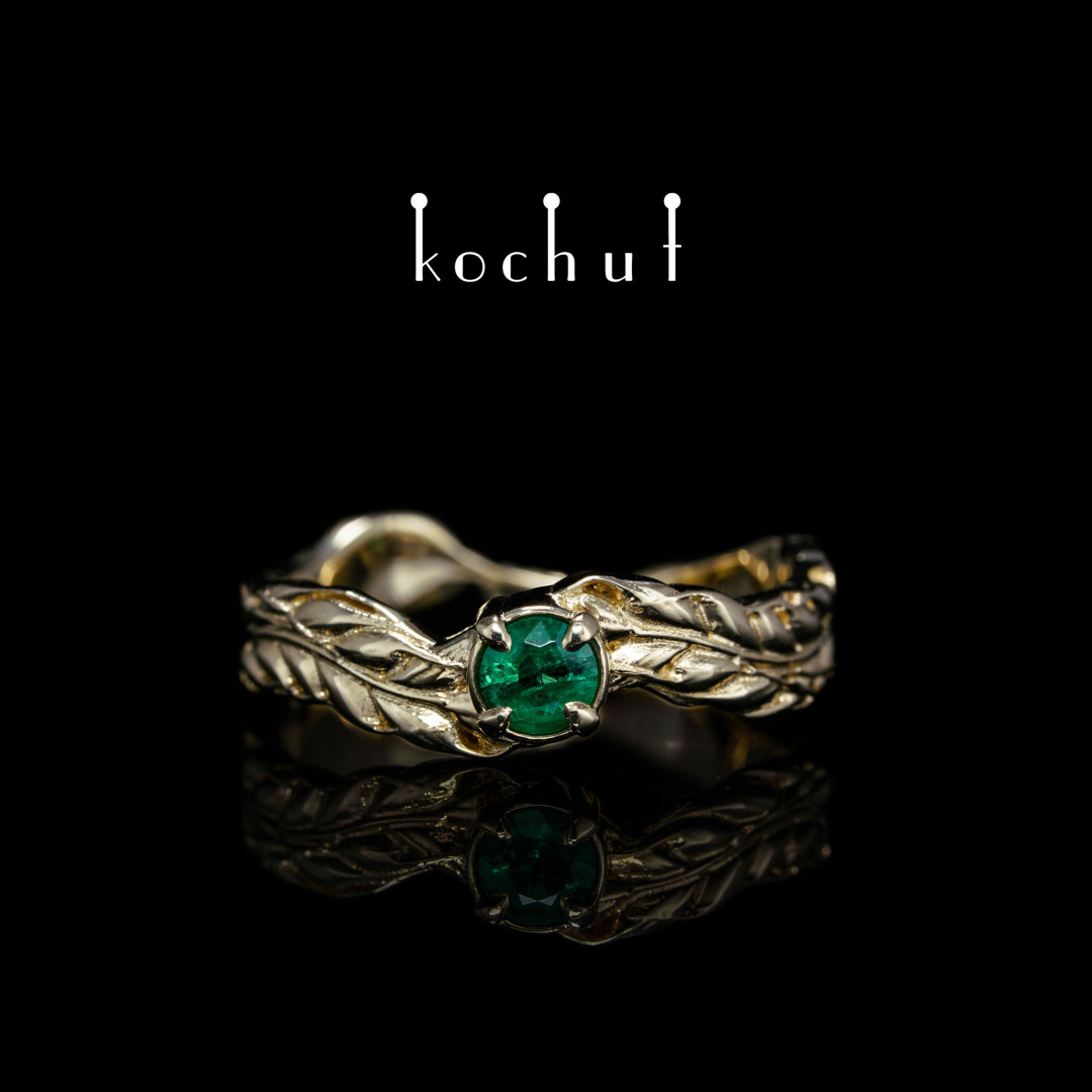 Ring «Spikelet». Yellow gold, emerald