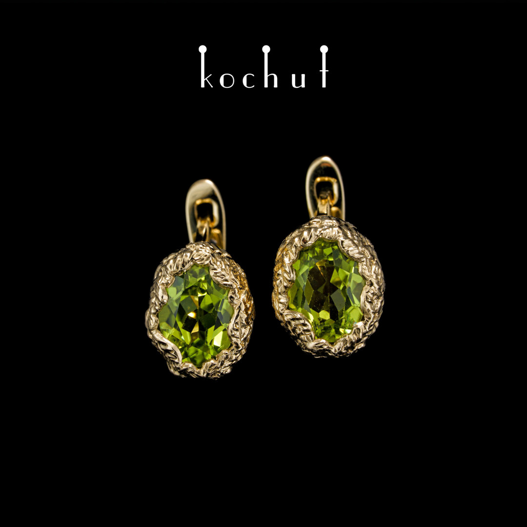 Earrings «The source oflife». Yellow gold, chrysolites