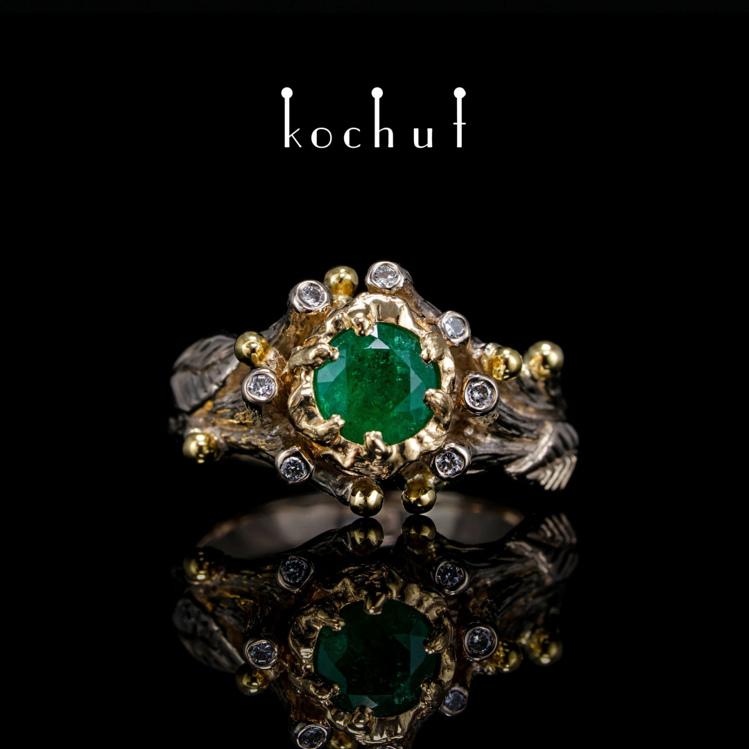 Ring «The Triumph ofLife». Palladium, yellow gold, emerald, diamonds