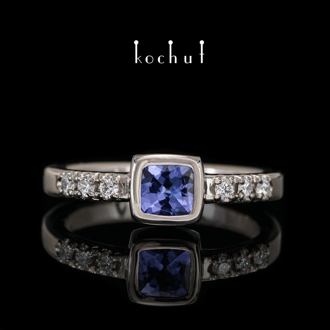 Ring «The Esmeralda». Palladium gold, tanzanite, diamonds