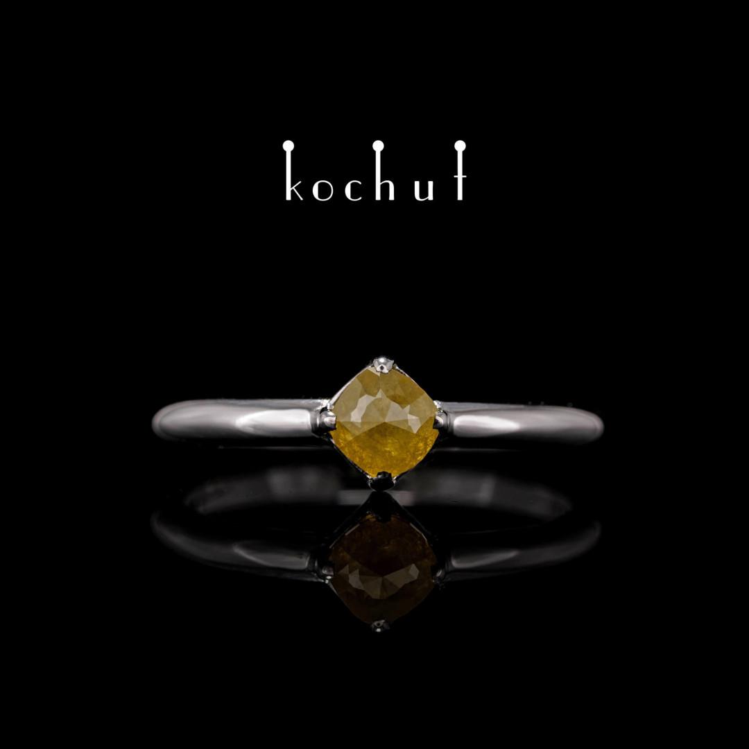 Ring «Kiss ofthe sun.» White gold, yellow diamond, white rhodium