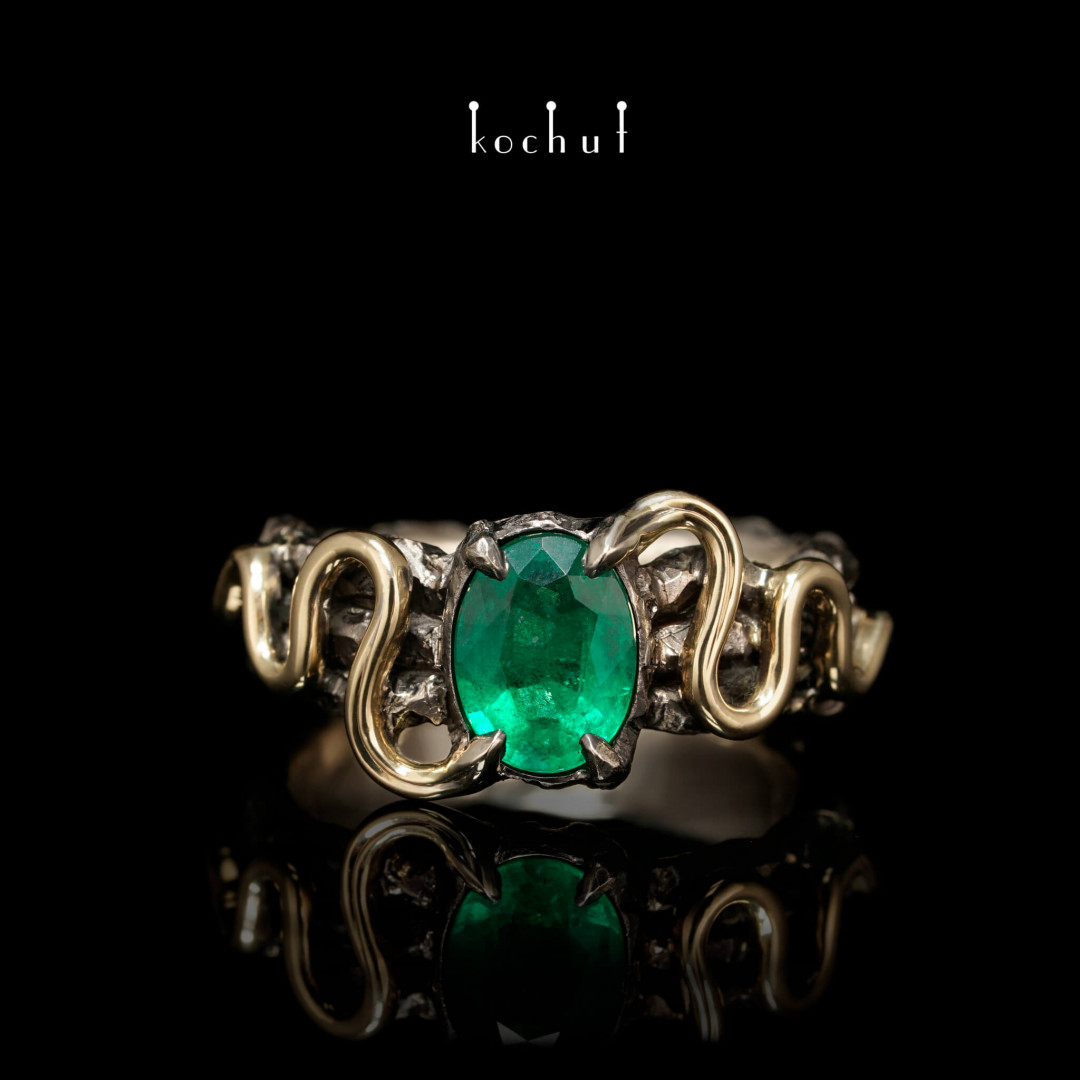 Ring «Temptation». White gold, yellow gold, emerald, black rhodium
