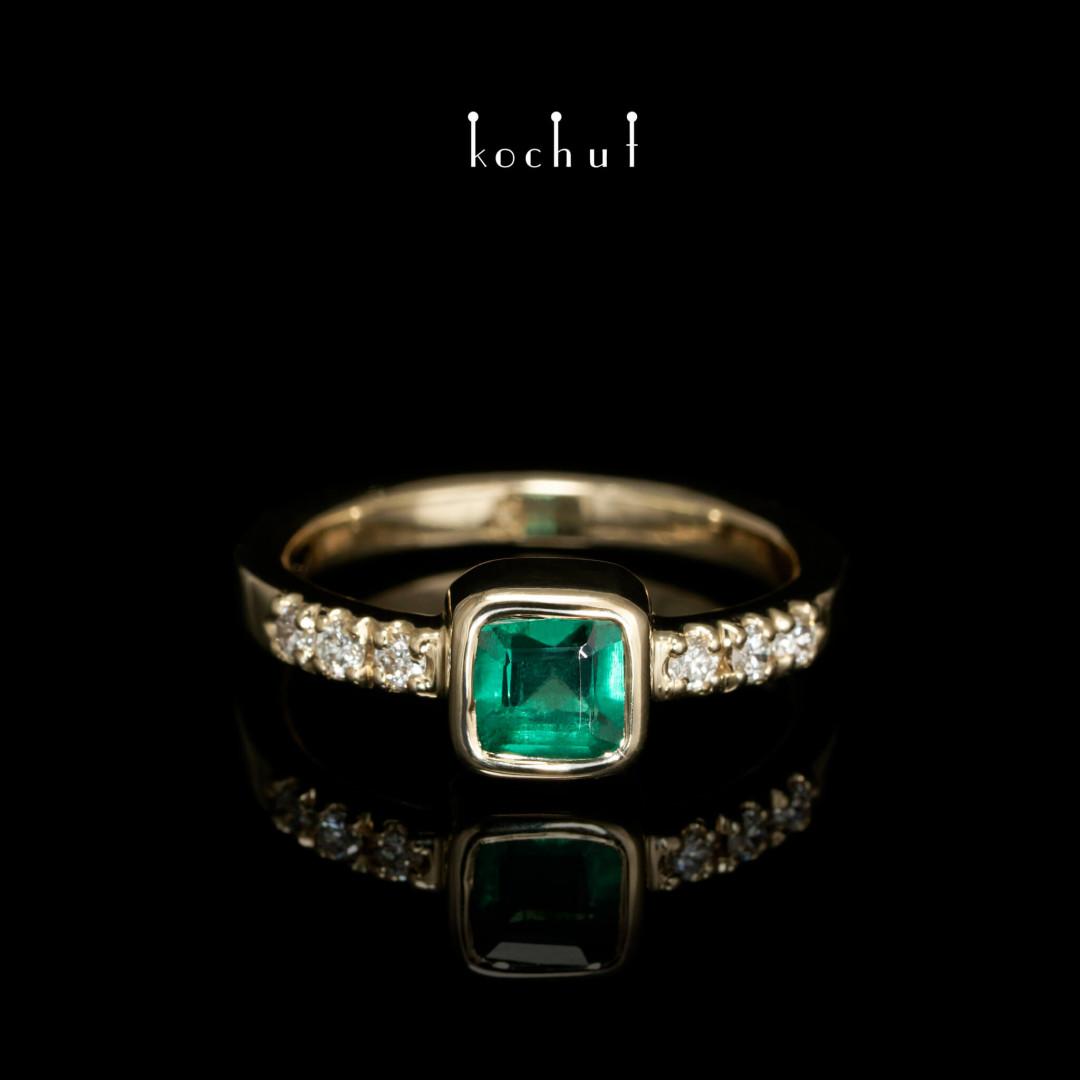 Engagement ring «Esmeralda». Yellow gold, emerald, diamonds