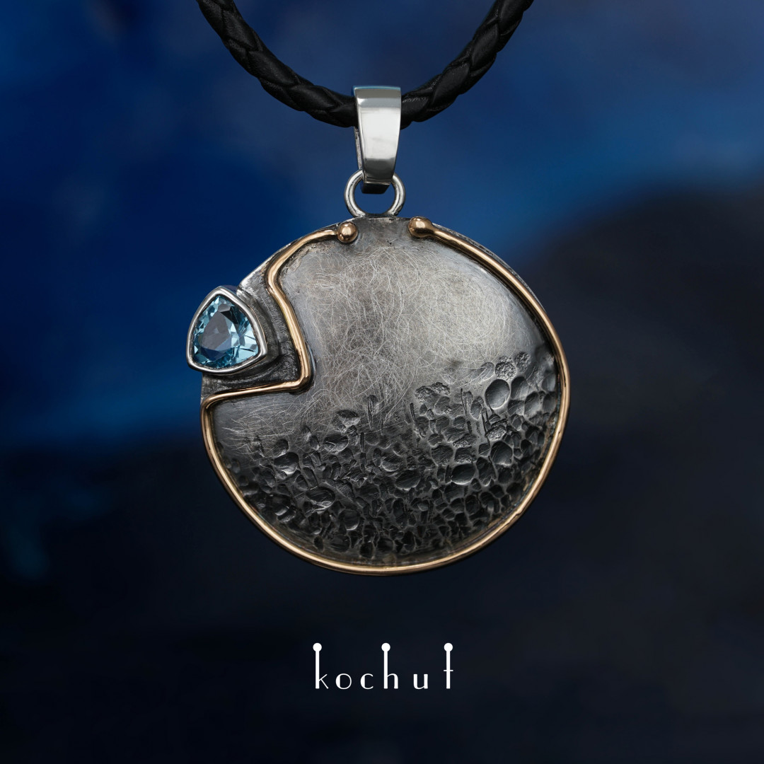 Arctic sunrise —  a pendant made of yellow gold, silver and topaz