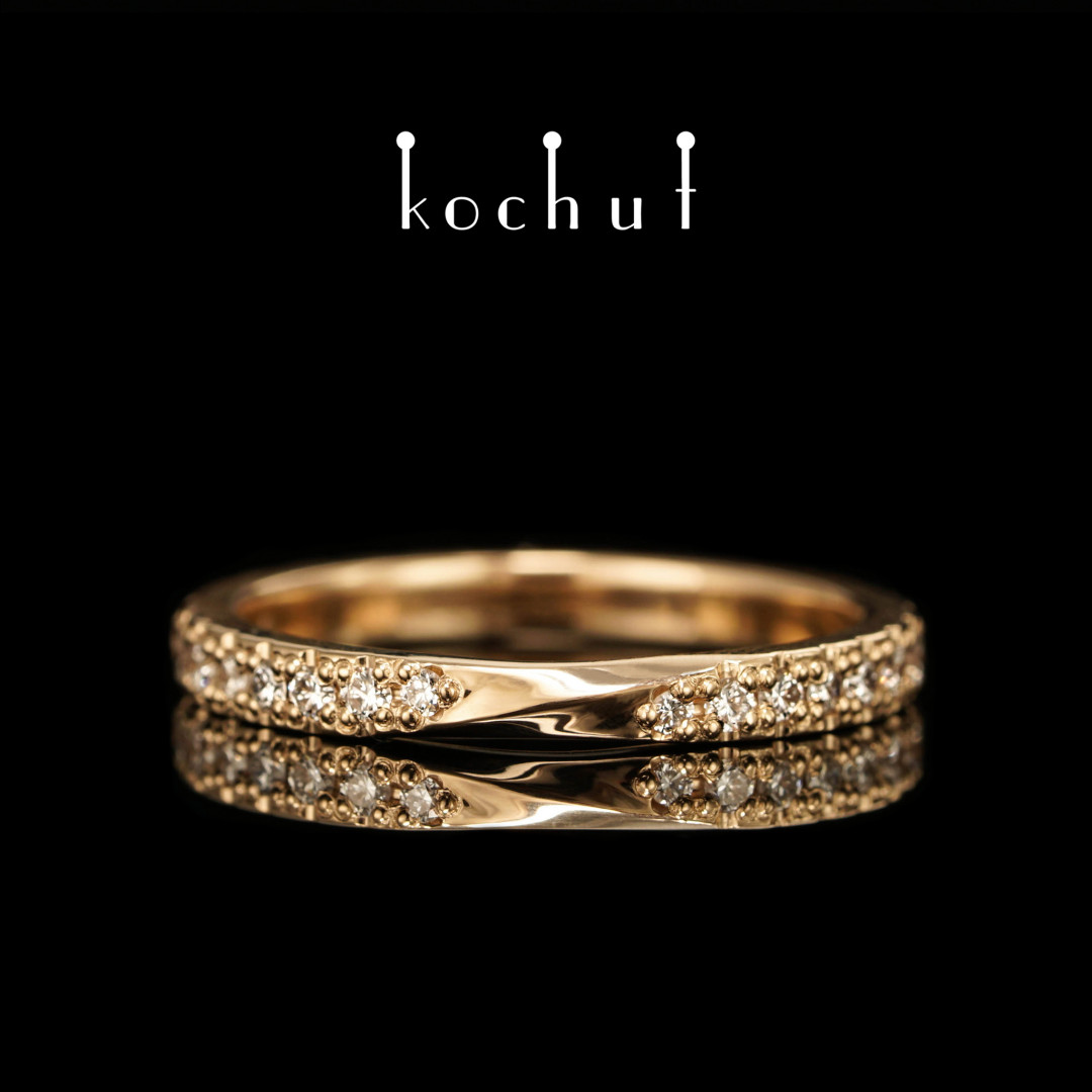 Narrowed ring «Mobius ribbon». Yellow gold, diamonds