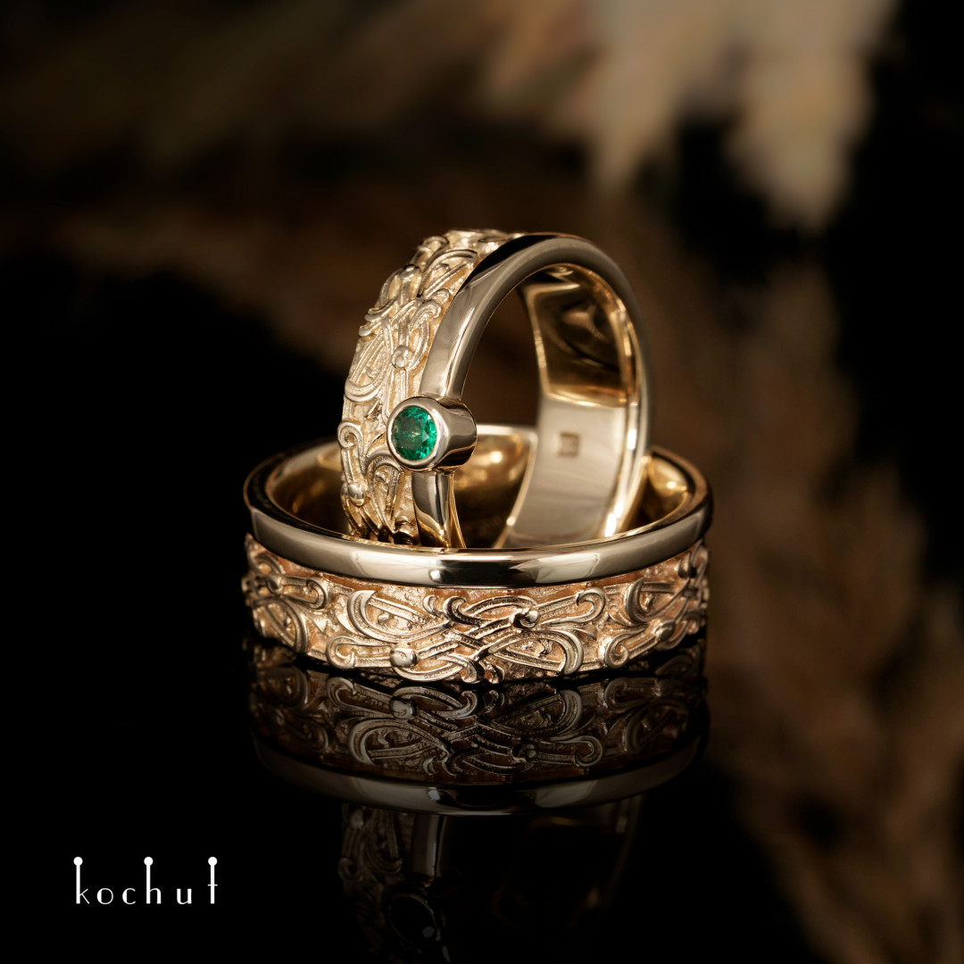 Wedding rings «Venetian night. With a rim ». Yellow gold, emerald