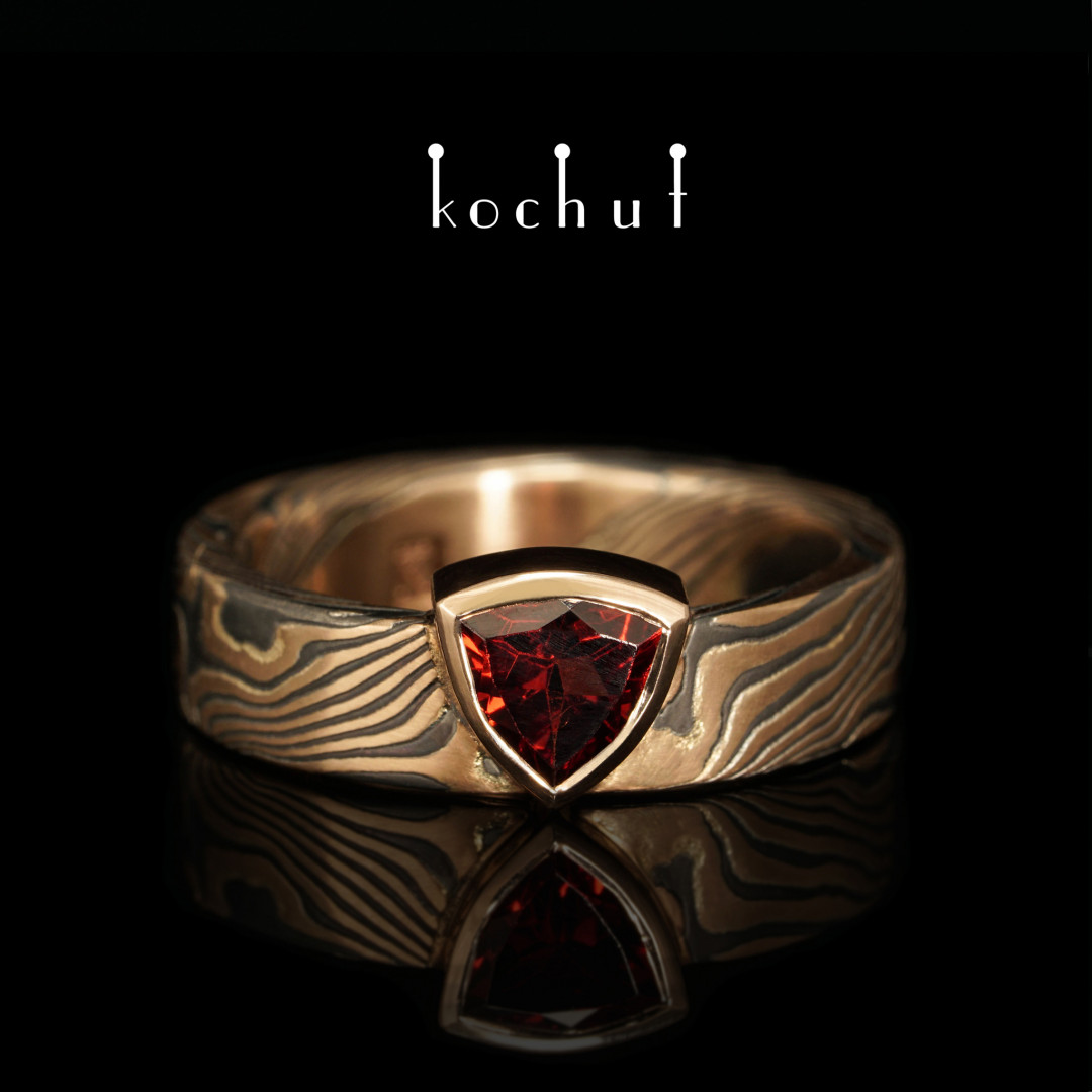 Ring mokume «Seiche». Red gold, silver, garnet, oxidation