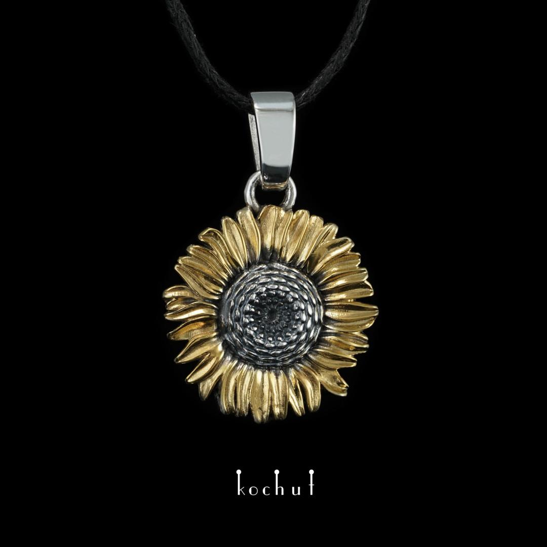 Pendant «Flower of the Sun». Silver, oxidation, gilding