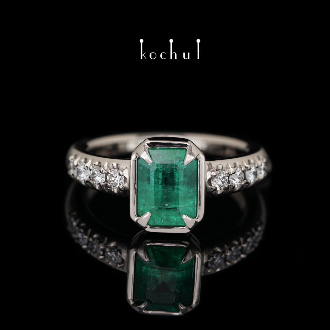 The ring «New Muse». Palladium gold, diamonds, emerald