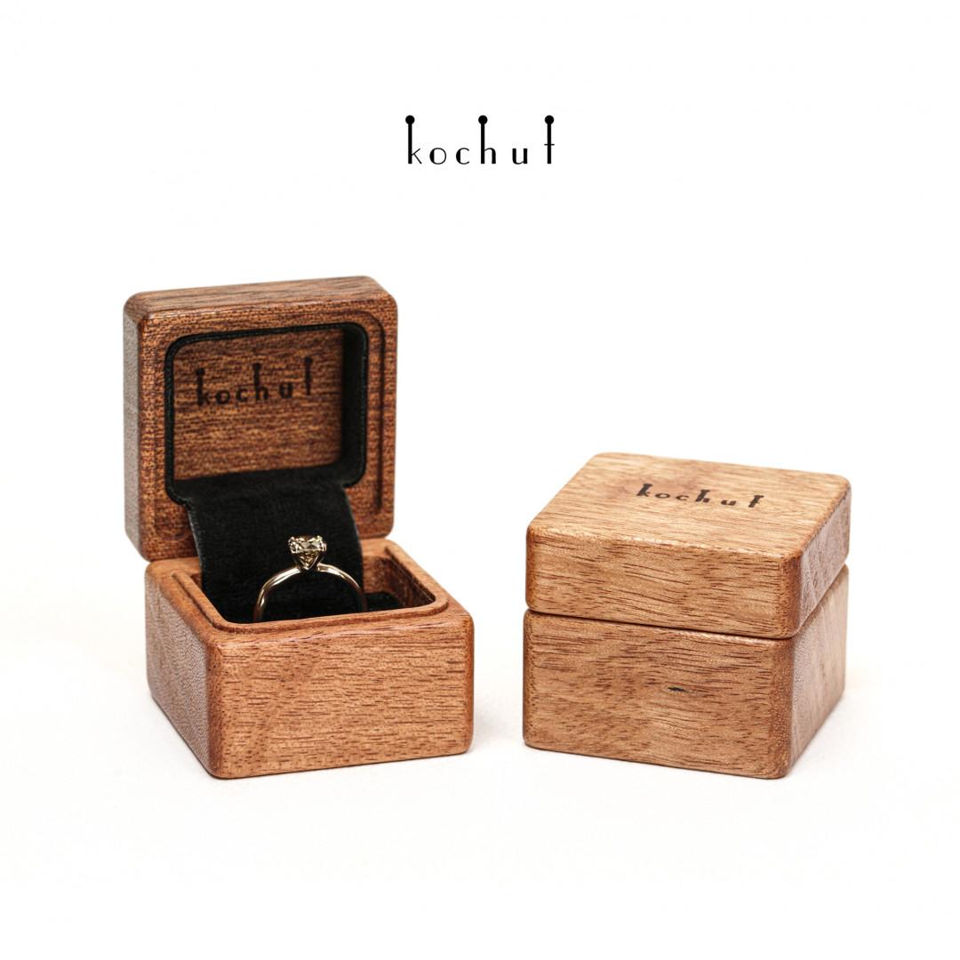 Jewellery box «The muse». Mahogany, oil