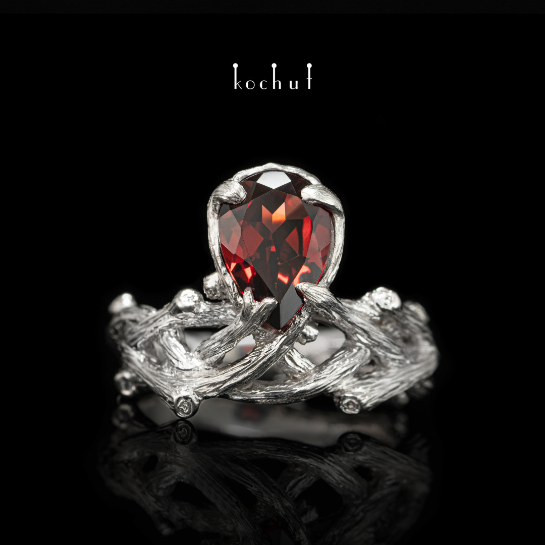 Ring «Galadriel». Silver, garnet, white rhodium