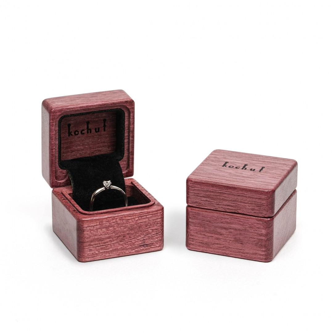 Jewellery box «The muse». Amaranth, oil
