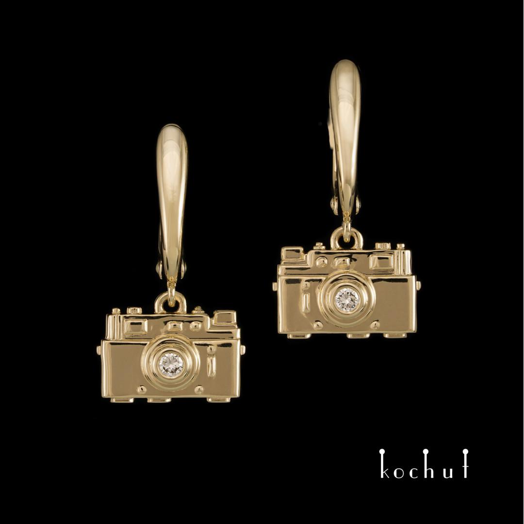 Earrings «Camera». Yellow gold, diamonds