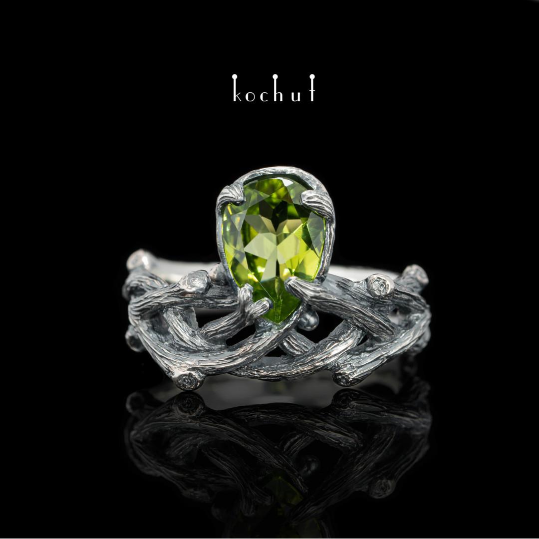 Ring «Galadriel». Silver, chrysolite, oxidation