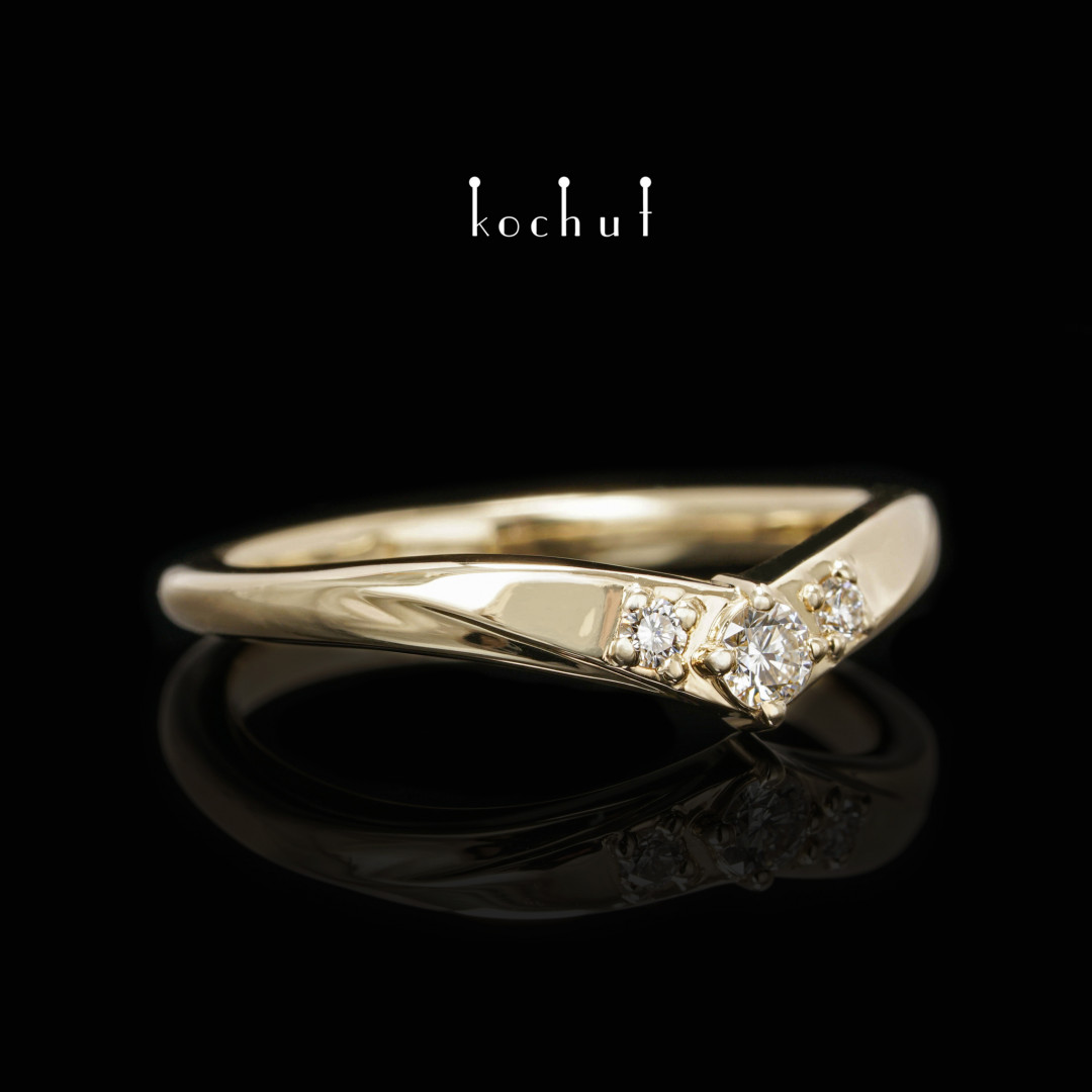 Mylady— yellow gold ring with diamonds