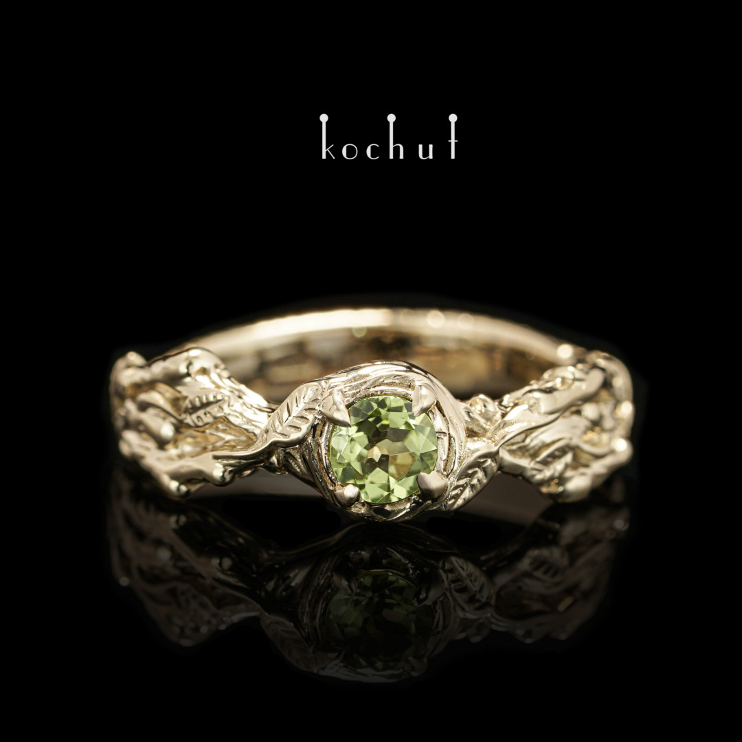 Engagement ring «Sprouts». Yellow gold, chrysolite