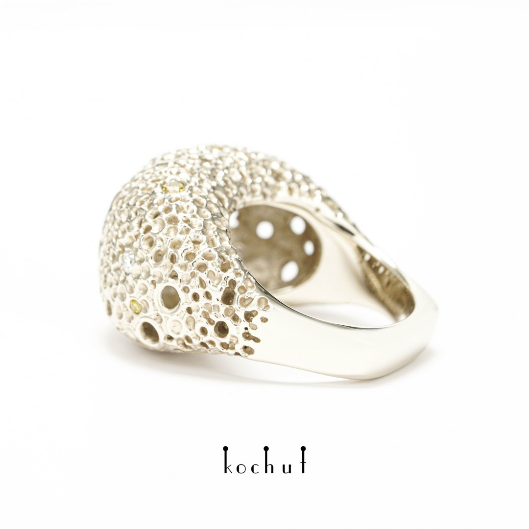 Asteroid belt: light — white gold ring with diamonds